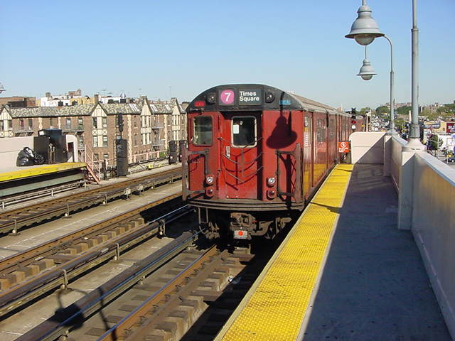 (59k, 640x480)<br><b>Country:</b> United States<br><b>City:</b> New York<br><b>System:</b> New York City Transit<br><b>Line:</b> IRT Flushing Line<br><b>Location:</b> 40th Street/Lowery Street <br><b>Route:</b> 7<br><b>Car:</b> R-36 World's Fair (St. Louis, 1963-64)  <br><b>Photo by:</b> Salaam Allah<br><b>Date:</b> 9/18/2002<br><b>Viewed (this week/total):</b> 0 / 2347