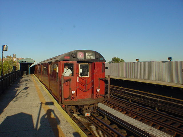 (60k, 640x480)<br><b>Country:</b> United States<br><b>City:</b> New York<br><b>System:</b> New York City Transit<br><b>Line:</b> IRT Flushing Line<br><b>Location:</b> 52nd Street/Lincoln Avenue <br><b>Route:</b> 7<br><b>Car:</b> R-36 World's Fair (St. Louis, 1963-64)  <br><b>Photo by:</b> Salaam Allah<br><b>Date:</b> 9/18/2002<br><b>Viewed (this week/total):</b> 4 / 2473