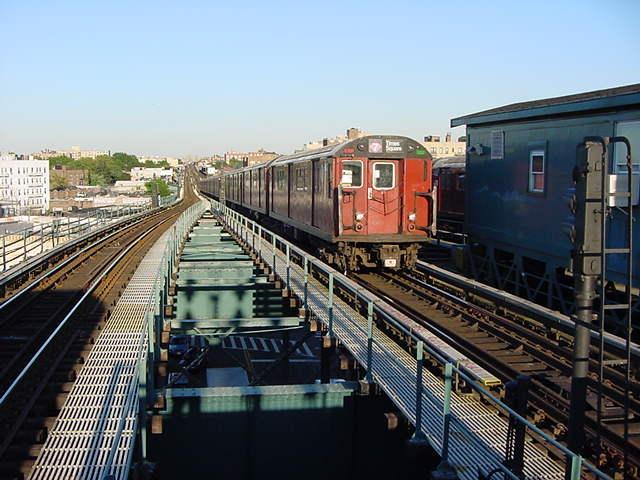 (61k, 640x480)<br><b>Country:</b> United States<br><b>City:</b> New York<br><b>System:</b> New York City Transit<br><b>Line:</b> IRT Flushing Line<br><b>Location:</b> 61st Street/Woodside <br><b>Route:</b> 7<br><b>Car:</b> R-36 World's Fair (St. Louis, 1963-64)  <br><b>Photo by:</b> Salaam Allah<br><b>Date:</b> 9/18/2002<br><b>Viewed (this week/total):</b> 2 / 2628