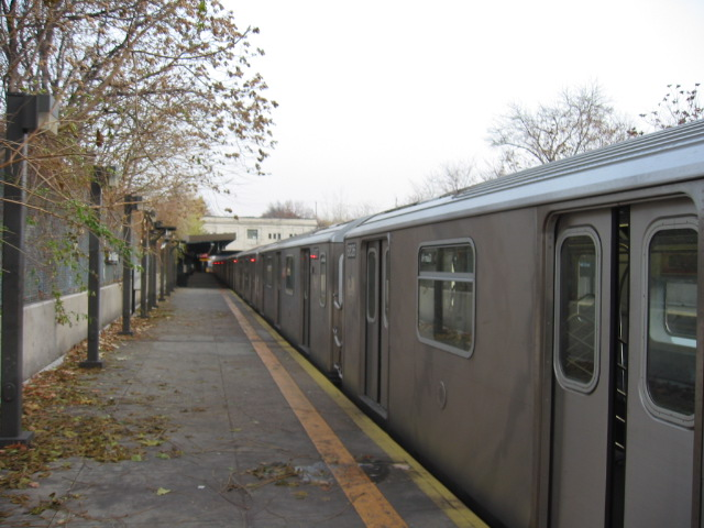 (103k, 640x480)<br><b>Country:</b> United States<br><b>City:</b> New York<br><b>System:</b> New York City Transit<br><b>Line:</b> IRT Dyre Ave. Line<br><b>Location:</b> Gun Hill Road <br><b>Route:</b> 5<br><b>Car:</b> R-142 (Primary Order, Bombardier, 1999-2002)  6836 <br><b>Photo by:</b> Oren H.<br><b>Date:</b> 11/29/2002<br><b>Viewed (this week/total):</b> 2 / 3676