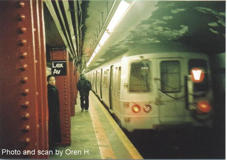 (60k, 745x525)<br><b>Country:</b> United States<br><b>City:</b> New York<br><b>System:</b> New York City Transit<br><b>Line:</b> IND Queens Boulevard Line<br><b>Location:</b> Lexington Avenue-53rd Street <br><b>Route:</b> V<br><b>Car:</b> R-46 (Pullman-Standard, 1974-75)  <br><b>Photo by:</b> Oren H.<br><b>Date:</b> 12/26/2001<br><b>Viewed (this week/total):</b> 0 / 5118