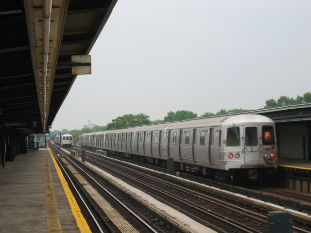 (86k, 640x480)<br><b>Country:</b> United States<br><b>City:</b> New York<br><b>System:</b> New York City Transit<br><b>Line:</b> BMT Culver Line<br><b>Location:</b> Avenue U <br><b>Route:</b> F<br><b>Car:</b> R-46 (Pullman-Standard, 1974-75) 5672 <br><b>Photo by:</b> Oren H.<br><b>Date:</b> 7/14/2004<br><b>Viewed (this week/total):</b> 3 / 3436