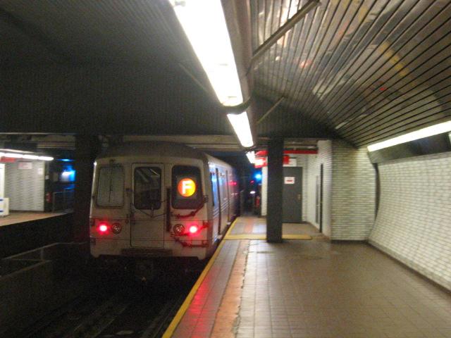 (116k, 640x480)<br><b>Country:</b> United States<br><b>City:</b> New York<br><b>System:</b> New York City Transit<br><b>Line:</b> IND 63rd Street<br><b>Location:</b> Roosevelt Island <br><b>Route:</b> F<br><b>Car:</b> R-46 (Pullman-Standard, 1974-75) 5802 <br><b>Photo by:</b> Oren H.<br><b>Date:</b> 7/14/2004<br><b>Viewed (this week/total):</b> 0 / 5666