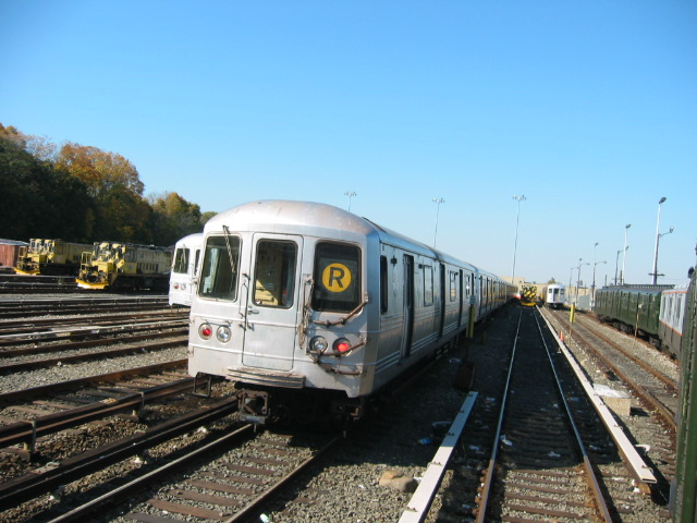 (111k, 640x480)<br><b>Country:</b> United States<br><b>City:</b> New York<br><b>System:</b> New York City Transit<br><b>Location:</b> 36th Street Yard<br><b>Car:</b> R-46 (Pullman-Standard, 1974-75)  <br><b>Photo by:</b> Oren H.<br><b>Date:</b> 11/7/2004<br><b>Viewed (this week/total):</b> 0 / 6245