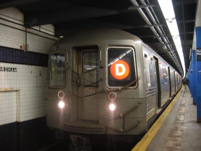 (89k, 640x480)<br><b>Country:</b> United States<br><b>City:</b> New York<br><b>System:</b> New York City Transit<br><b>Line:</b> IND Concourse Line<br><b>Location:</b> Fordham Road <br><b>Route:</b> D<br><b>Car:</b> R-68 (Westinghouse-Amrail, 1986-1988)  2712 <br><b>Photo by:</b> Oren H.<br><b>Date:</b> 11/29/2002<br><b>Viewed (this week/total):</b> 1 / 4380