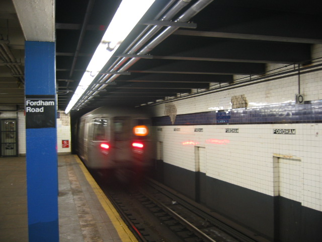 (89k, 640x480)<br><b>Country:</b> United States<br><b>City:</b> New York<br><b>System:</b> New York City Transit<br><b>Line:</b> IND Concourse Line<br><b>Location:</b> Fordham Road <br><b>Route:</b> D<br><b>Car:</b> R-68 (Westinghouse-Amrail, 1986-1988)  2566 <br><b>Photo by:</b> Oren H.<br><b>Date:</b> 11/29/2002<br><b>Viewed (this week/total):</b> 4 / 4516