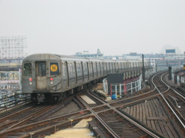 (81k, 640x480)<br><b>Country:</b> United States<br><b>City:</b> New York<br><b>System:</b> New York City Transit<br><b>Line:</b> BMT Astoria Line<br><b>Location:</b> Queensborough Plaza <br><b>Route:</b> W<br><b>Car:</b> R-68 (Westinghouse-Amrail, 1986-1988)  2816 <br><b>Photo by:</b> Oren H.<br><b>Date:</b> 6/27/2003<br><b>Viewed (this week/total):</b> 0 / 4026
