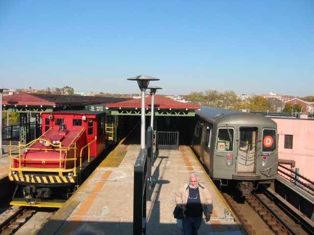 (112k, 640x480)<br><b>Country:</b> United States<br><b>City:</b> New York<br><b>System:</b> New York City Transit<br><b>Line:</b> BMT West End Line<br><b>Location:</b> 62nd Street <br><b>Route:</b> D<br><b>Car:</b> R-68/R-68A Series (Number Unknown)  <br><b>Photo by:</b> Oren H.<br><b>Date:</b> 11/7/2004<br><b>Notes:</b> With Steeplecab #6 at 62nd Street<br><b>Viewed (this week/total):</b> 1 / 3147