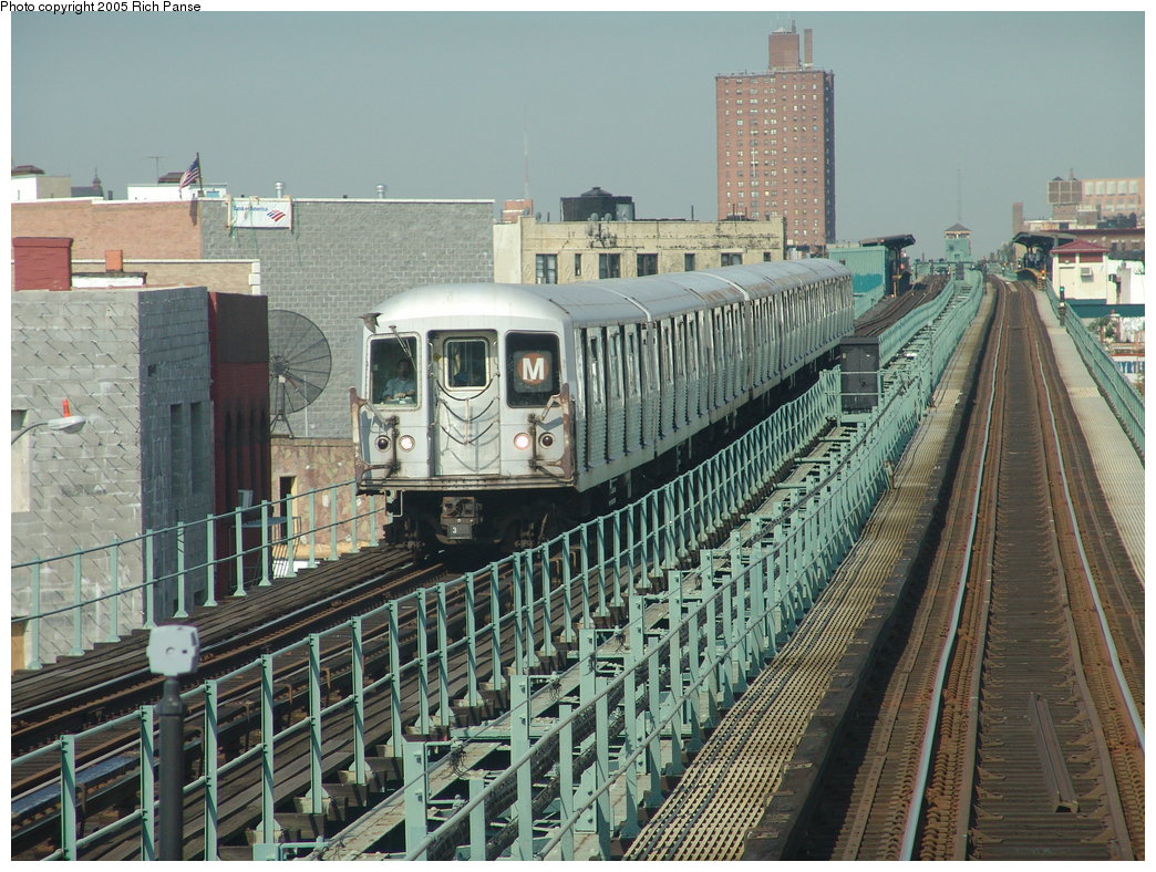(239k, 1044x788)<br><b>Country:</b> United States<br><b>City:</b> New York<br><b>System:</b> New York City Transit<br><b>Line:</b> BMT Myrtle Avenue Line<br><b>Location:</b> Central Avenue <br><b>Route:</b> M<br><b>Car:</b> R-42 (St. Louis, 1969-1970)   <br><b>Photo by:</b> Richard Panse<br><b>Date:</b> 7/19/2005<br><b>Notes:</b> Between Central & Knickerbocker heading northbound.<br><b>Viewed (this week/total):</b> 4 / 4189