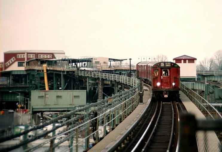 (32k, 743x512)<br><b>Country:</b> United States<br><b>City:</b> New York<br><b>System:</b> New York City Transit<br><b>Line:</b> BMT Canarsie Line<br><b>Location:</b> Atlantic Avenue <br><b>Route:</b> Fan Trip<br><b>Car:</b> R-33 World's Fair (St. Louis, 1963-64) 9331 <br><b>Photo by:</b> Michael Pompili<br><b>Date:</b> 12/8/2002<br><b>Viewed (this week/total):</b> 2 / 3288