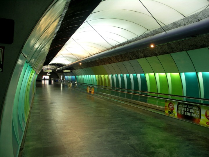 (91k, 720x540)<br><b>Country:</b> Brazil<br><b>City:</b> Rio de Janeiro<br><b>System:</b> Metro Rio<br><b>Line:</b> Line 1 <br><b>Location:</b> Cardeal Arcoverde <br><b>Photo by:</b> Tim Deakin<br><b>Date:</b> 6/7/2005<br><b>Notes:</b> One of the two long walkways necessary to reach the platforms at Cardeal Arcoverde.<br><b>Viewed (this week/total):</b> 1 / 4814