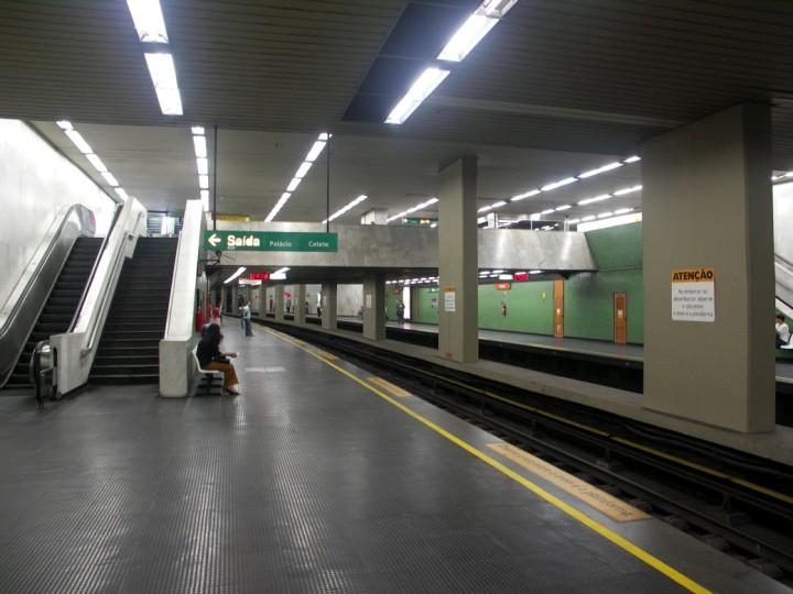 (85k, 720x540)<br><b>Country:</b> Brazil<br><b>City:</b> Rio de Janeiro<br><b>System:</b> Metro Rio<br><b>Line:</b> Line 1 <br><b>Location:</b> Catete <br><b>Photo by:</b> Tim Deakin<br><b>Date:</b> 6/7/2005<br><b>Viewed (this week/total):</b> 1 / 3651
