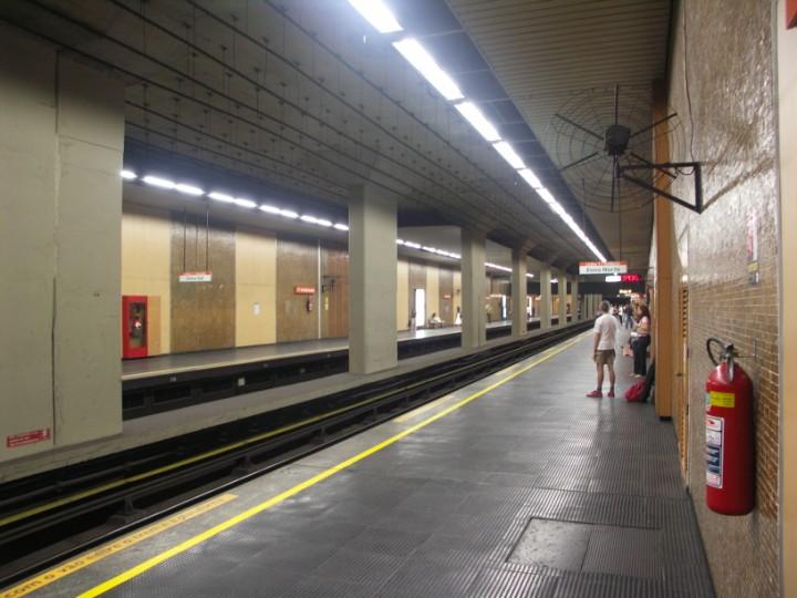 (92k, 720x540)<br><b>Country:</b> Brazil<br><b>City:</b> Rio de Janeiro<br><b>System:</b> Metro Rio<br><b>Line:</b> Line 1 <br><b>Location:</b> Largo de Machado <br><b>Photo by:</b> Tim Deakin<br><b>Date:</b> 6/7/2005<br><b>Viewed (this week/total):</b> 2 / 3497