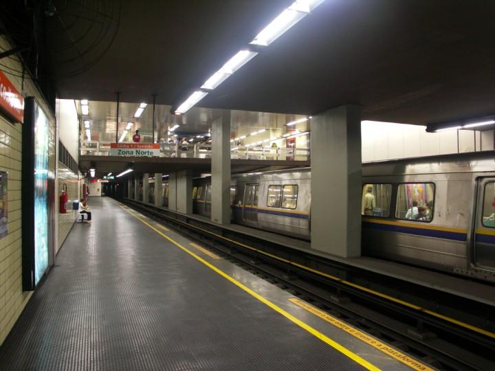 (92k, 720x540)<br><b>Country:</b> Brazil<br><b>City:</b> Rio de Janeiro<br><b>System:</b> Metro Rio<br><b>Line:</b> Line 1 <br><b>Location:</b> São Francisco Xavier <br><b>Photo by:</b> Tim Deakin<br><b>Date:</b> 6/7/2005<br><b>Viewed (this week/total):</b> 0 / 3423