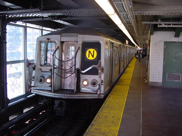 (60k, 640x480)<br><b>Country:</b> United States<br><b>City:</b> New York<br><b>System:</b> New York City Transit<br><b>Line:</b> BMT Astoria Line<br><b>Location:</b> Queensborough Plaza <br><b>Route:</b> N<br><b>Car:</b> R-40 (St. Louis, 1968)   <br><b>Photo by:</b> Salaam Allah<br><b>Date:</b> 9/19/2002<br><b>Viewed (this week/total):</b> 7 / 4020