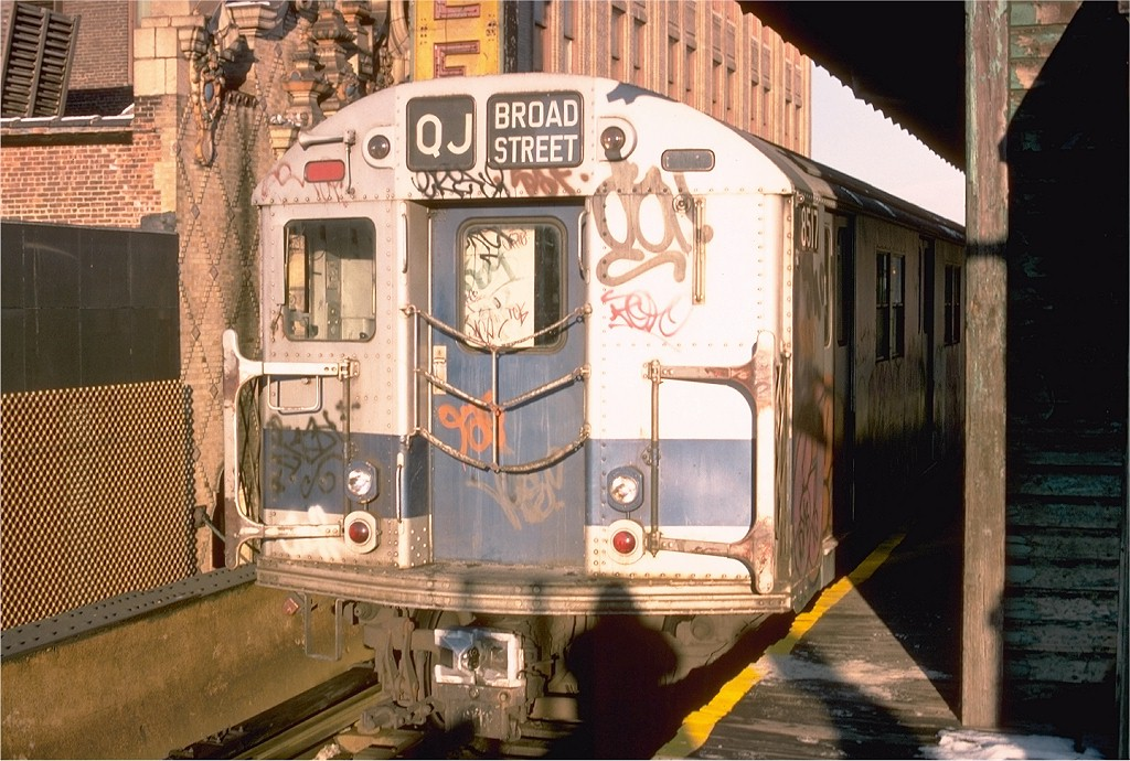 (224k, 1024x690)<br><b>Country:</b> United States<br><b>City:</b> New York<br><b>System:</b> New York City Transit<br><b>Line:</b> BMT Nassau Street/Jamaica Line<br><b>Location:</b> 168th Street (Demolished) <br><b>Route:</b> J<br><b>Car:</b> R-30 (St. Louis, 1961) 8517 <br><b>Photo by:</b> Joe Testagrose<br><b>Date:</b> 12/26/1976<br><b>Viewed (this week/total):</b> 1 / 4631