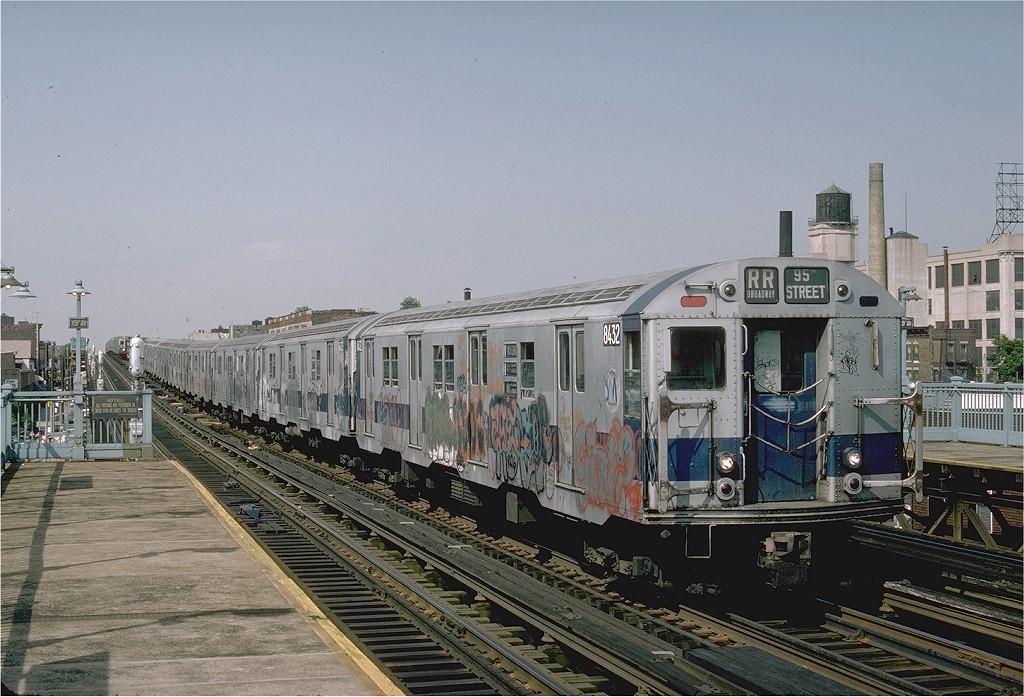 (219k, 1024x697)<br><b>Country:</b> United States<br><b>City:</b> New York<br><b>System:</b> New York City Transit<br><b>Line:</b> BMT Astoria Line<br><b>Location:</b> 39th/Beebe Aves. <br><b>Route:</b> RR<br><b>Car:</b> R-30 (St. Louis, 1961) 8432 <br><b>Photo by:</b> Ed McKernan<br><b>Collection of:</b> Joe Testagrose<br><b>Date:</b> 6/1976<br><b>Viewed (this week/total):</b> 0 / 3801