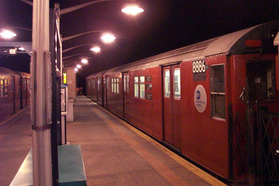 (140k, 960x640)<br><b>Country:</b> United States<br><b>City:</b> New York<br><b>System:</b> New York City Transit<br><b>Line:</b> IRT Dyre Ave. Line<br><b>Location:</b> Dyre Avenue <br><b>Route:</b> 5<br><b>Car:</b> R-33 Main Line (St. Louis, 1962-63) 8886 <br><b>Photo by:</b> Michael Pompili<br><b>Date:</b> 1/13/2002<br><b>Viewed (this week/total):</b> 1 / 5056