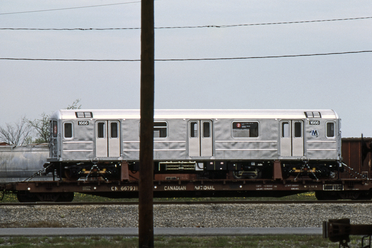 (363k, 1044x713)<br><b>Country:</b> United States<br><b>City:</b> New York<br><b>System:</b> New York City Transit<br><b>Car:</b> R-62A (Bombardier, 1984-1987)  1666 <br><b>Collection of:</b> David Pirmann<br><b>Date:</b> 5/1985<br><b>Viewed (this week/total):</b> 0 / 6134