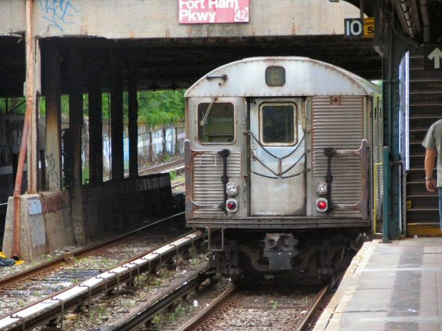 (81k, 640x480)<br><b>Country:</b> United States<br><b>City:</b> New York<br><b>System:</b> New York City Transit<br><b>Line:</b> BMT Sea Beach Line<br><b>Location:</b> Fort Hamilton Parkway <br><b>Route:</b> N<br><b>Car:</b> R-32 (Budd, 1964)   <br><b>Photo by:</b> Dante D. Angerville<br><b>Date:</b> 5/31/2005<br><b>Notes:</b> Rear sign set to E<br><b>Viewed (this week/total):</b> 1 / 4296