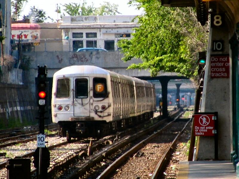 (125k, 800x600)<br><b>Country:</b> United States<br><b>City:</b> New York<br><b>System:</b> New York City Transit<br><b>Line:</b> BMT Sea Beach Line<br><b>Location:</b> 86th Street <br><b>Route:</b> F<br><b>Car:</b> R-46 (Pullman-Standard, 1974-75) 5564 <br><b>Photo by:</b> Dante D. Angerville<br><b>Date:</b> 5/31/2005<br><b>Notes:</b> F rerouted over Sea Beach line.<br><b>Viewed (this week/total):</b> 2 / 3904