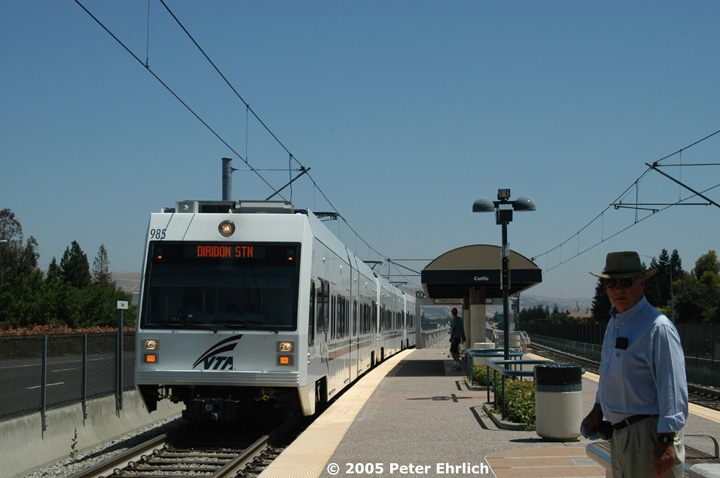 (104k, 720x478)<br><b>Country:</b> United States<br><b>City:</b> San Jose, CA<br><b>System:</b> Santa Clara VTA<br><b>Line:</b> VTA 1st St/Downtown/St. Teresa<br><b>Location:</b> Cottle <br><b>Car:</b> VTA Kinki-Sharyo 985 <br><b>Photo by:</b> Peter Ehrlich<br><b>Date:</b> 7/30/2005<br><b>Notes:</b> Arriving Cottle Station inbound.<br><b>Viewed (this week/total):</b> 0 / 1311