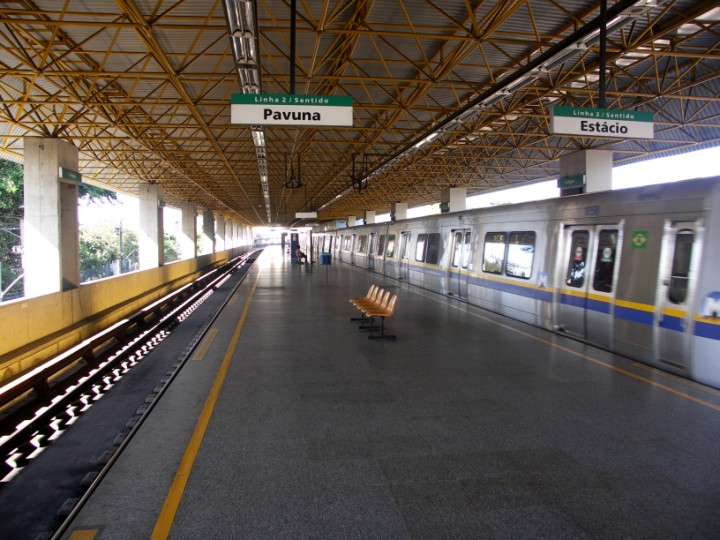 (120k, 720x540)<br><b>Country:</b> Brazil<br><b>City:</b> Rio de Janeiro<br><b>System:</b> Metro Rio<br><b>Line:</b> Line 2 <br><b>Location:</b> Colégio <br><b>Photo by:</b> Tim Deakin<br><b>Date:</b> 6/7/2005<br><b>Notes:</b> Notice the unusual yellow-coloured framework supporting the roof.<br><b>Viewed (this week/total):</b> 0 / 3464