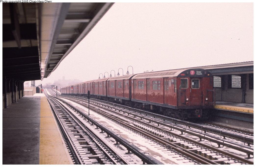 (142k, 1044x683)<br><b>Country:</b> United States<br><b>City:</b> New York<br><b>System:</b> New York City Transit<br><b>Line:</b> IRT Flushing Line<br><b>Location:</b> 46th Street/Bliss Street <br><b>Route:</b> 7<br><b>Car:</b> R-36 World's Fair (St. Louis, 1963-64) 9361 <br><b>Photo by:</b> Chao-Hwa Chen<br><b>Date:</b> 1/20/2000<br><b>Viewed (this week/total):</b> 0 / 3288