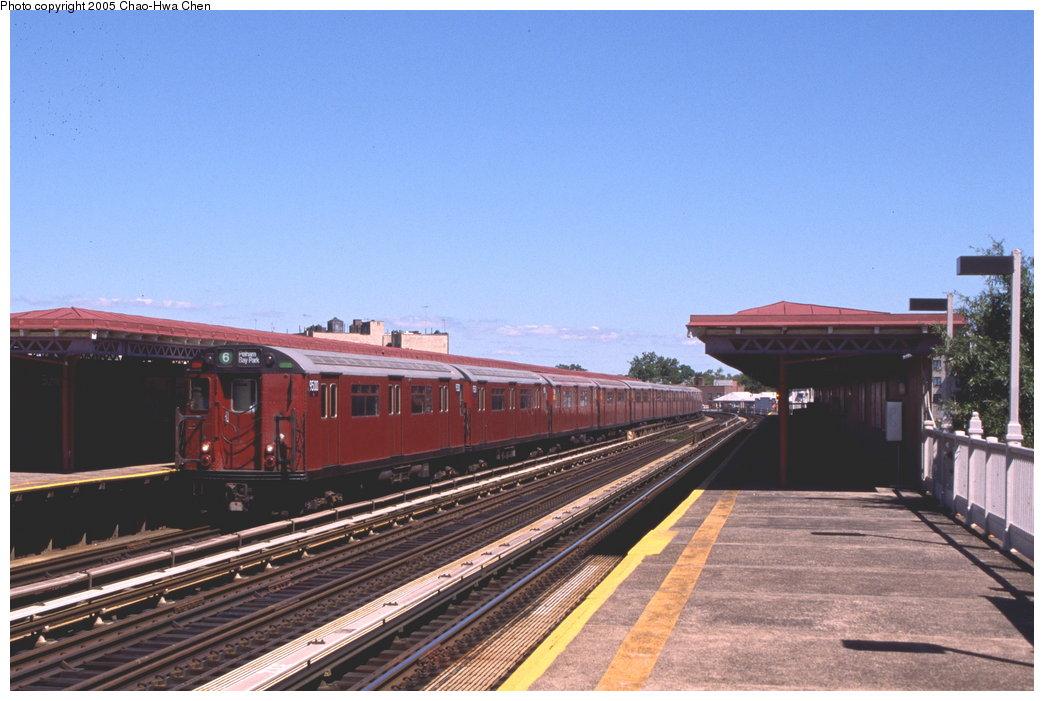 (148k, 1044x701)<br><b>Country:</b> United States<br><b>City:</b> New York<br><b>System:</b> New York City Transit<br><b>Line:</b> IRT Pelham Line<br><b>Location:</b> Buhre Avenue <br><b>Route:</b> 6<br><b>Car:</b> R-36 World's Fair (St. Louis, 1963-64) 9500 <br><b>Photo by:</b> Chao-Hwa Chen<br><b>Date:</b> 9/6/2000<br><b>Viewed (this week/total):</b> 0 / 3811