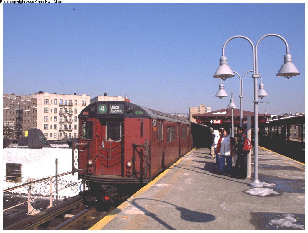 (158k, 1044x790)<br><b>Country:</b> United States<br><b>City:</b> New York<br><b>System:</b> New York City Transit<br><b>Line:</b> IRT Woodlawn Line<br><b>Location:</b> Burnside Avenue <br><b>Route:</b> 4<br><b>Car:</b> R-33 Main Line (St. Louis, 1962-63) 9271 <br><b>Photo by:</b> Chao-Hwa Chen<br><b>Date:</b> 2/22/2000<br><b>Viewed (this week/total):</b> 0 / 5058
