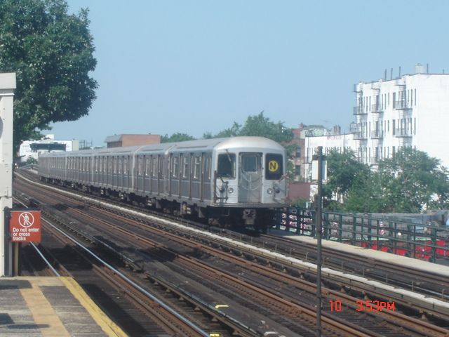 (154k, 640x480)<br><b>Country:</b> United States<br><b>City:</b> New York<br><b>System:</b> New York City Transit<br><b>Line:</b> BMT Astoria Line<br><b>Location:</b> 36th/Washington Aves. <br><b>Route:</b> N<br><b>Car:</b> R-40M (St. Louis, 1969)   <br><b>Photo by:</b> DeAndre Burrell<br><b>Date:</b> 7/10/2005<br><b>Viewed (this week/total):</b> 4 / 3607