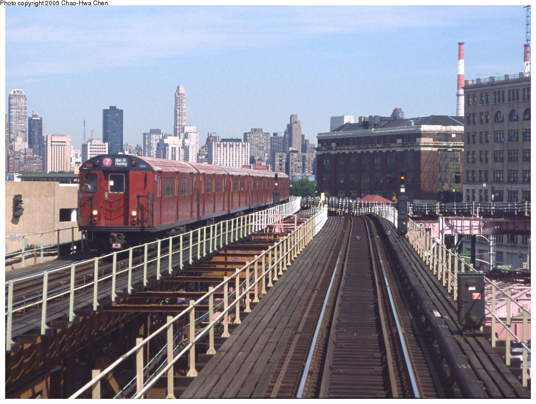 (204k, 1044x787)<br><b>Country:</b> United States<br><b>City:</b> New York<br><b>System:</b> New York City Transit<br><b>Line:</b> IRT Flushing Line<br><b>Location:</b> Queensborough Plaza <br><b>Route:</b> 7<br><b>Car:</b> R-36 World's Fair (St. Louis, 1963-64) 9412 <br><b>Photo by:</b> Chao-Hwa Chen<br><b>Date:</b> 7/12/1999<br><b>Viewed (this week/total):</b> 1 / 3247