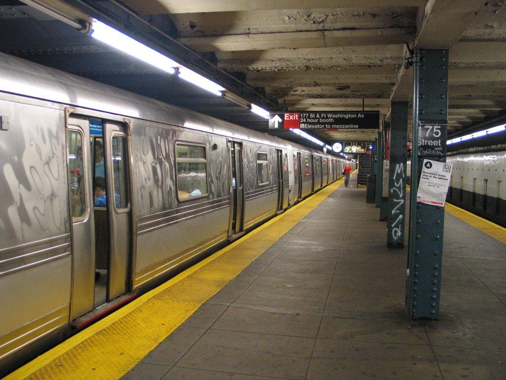 (168k, 1024x768)<br><b>Country:</b> United States<br><b>City:</b> New York<br><b>System:</b> New York City Transit<br><b>Line:</b> IND 8th Avenue Line<br><b>Location:</b> 175th Street/George Washington Bridge Bus Terminal <br><b>Route:</b> A<br><b>Car:</b> R-44 (St. Louis, 1971-73)  <br><b>Photo by:</b> Brian Weinberg<br><b>Date:</b> 8/21/2005<br><b>Notes:</b> Looking north along the southbound platform.<br><b>Viewed (this week/total):</b> 1 / 5907