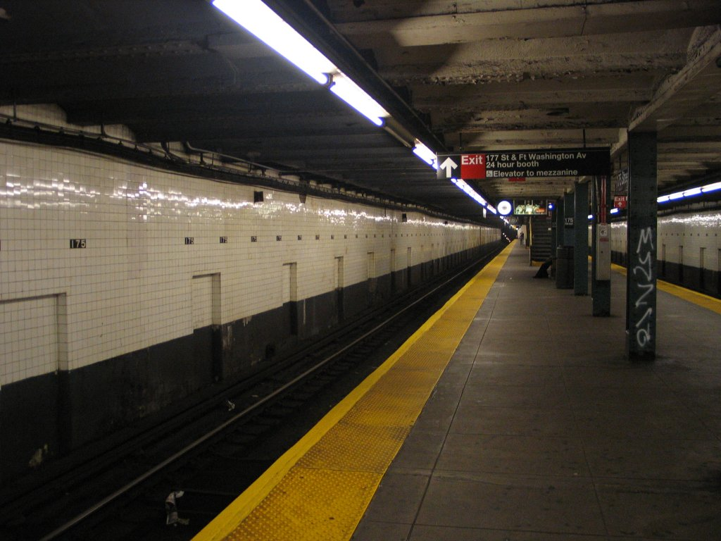 (132k, 1024x768)<br><b>Country:</b> United States<br><b>City:</b> New York<br><b>System:</b> New York City Transit<br><b>Line:</b> IND 8th Avenue Line<br><b>Location:</b> 175th Street/George Washington Bridge Bus Terminal <br><b>Photo by:</b> Brian Weinberg<br><b>Date:</b> 8/21/2005<br><b>Notes:</b> Looking north along the southbound platform.<br><b>Viewed (this week/total):</b> 0 / 3708