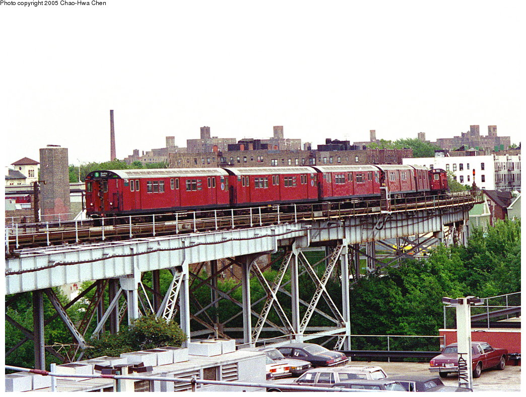 (248k, 1044x789)<br><b>Country:</b> United States<br><b>City:</b> New York<br><b>System:</b> New York City Transit<br><b>Line:</b> IRT White Plains Road Line<br><b>Location:</b> West Farms Sq./East Tremont Ave./177th St. <br><b>Route:</b> 5<br><b>Car:</b> R-26 (American Car & Foundry, 1959-60) 7754 <br><b>Photo by:</b> Chao-Hwa Chen<br><b>Date:</b> 8/26/1995<br><b>Viewed (this week/total):</b> 1 / 4456