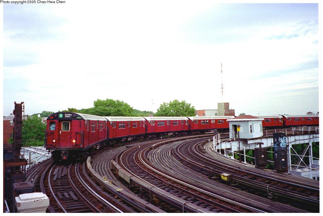 (160k, 1044x699)<br><b>Country:</b> United States<br><b>City:</b> New York<br><b>System:</b> New York City Transit<br><b>Line:</b> IRT White Plains Road Line<br><b>Location:</b> West Farms Sq./East Tremont Ave./177th St. <br><b>Route:</b> 5<br><b>Car:</b> R-26 (American Car & Foundry, 1959-60) 7845 <br><b>Photo by:</b> Chao-Hwa Chen<br><b>Date:</b> 8/26/1995<br><b>Viewed (this week/total):</b> 2 / 4368