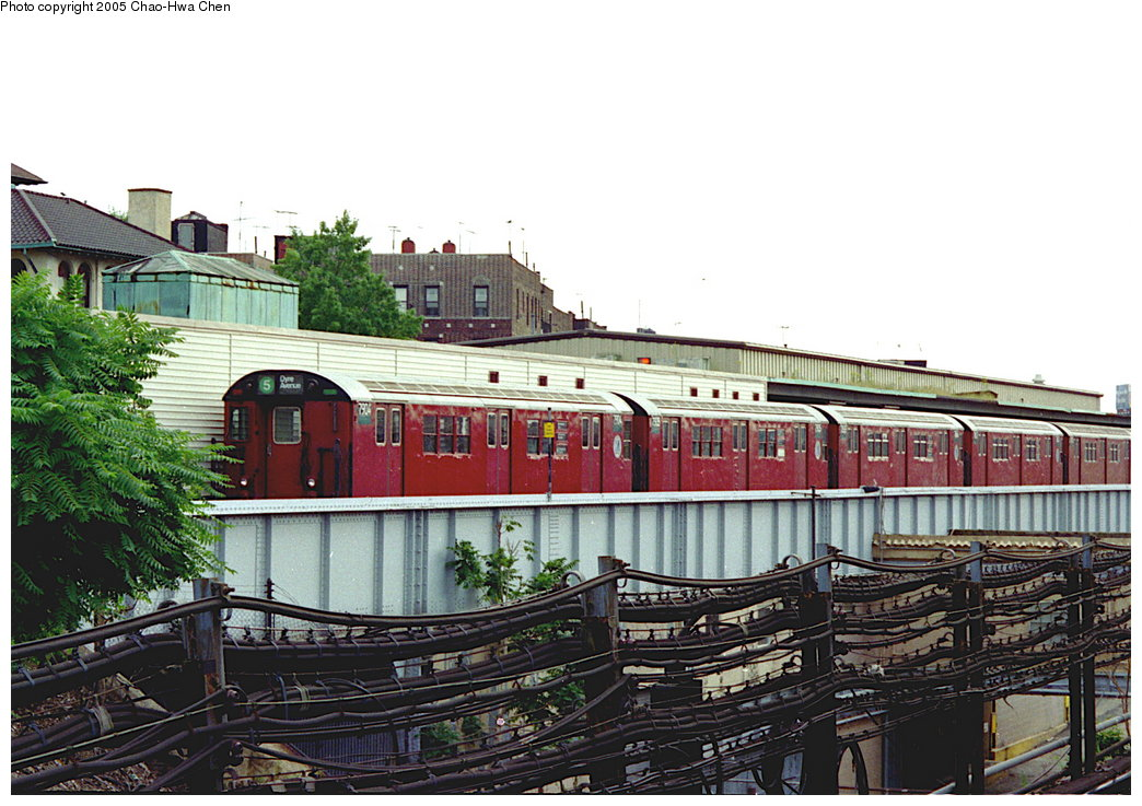 (188k, 1044x737)<br><b>Country:</b> United States<br><b>City:</b> New York<br><b>System:</b> New York City Transit<br><b>Line:</b> IRT White Plains Road Line<br><b>Location:</b> East 180th Street <br><b>Route:</b> 5<br><b>Car:</b> R-28 (American Car & Foundry, 1960-61) 7904 <br><b>Photo by:</b> Chao-Hwa Chen<br><b>Date:</b> 8/26/1995<br><b>Viewed (this week/total):</b> 0 / 4867