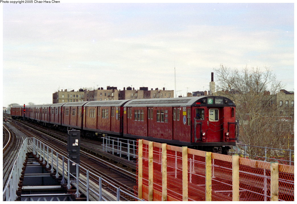 (183k, 1044x715)<br><b>Country:</b> United States<br><b>City:</b> New York<br><b>System:</b> New York City Transit<br><b>Line:</b> IRT Pelham Line<br><b>Location:</b> East 177th Street/Parkchester <br><b>Route:</b> 6<br><b>Car:</b> R-29 (St. Louis, 1962) 8585 <br><b>Photo by:</b> Chao-Hwa Chen<br><b>Date:</b> 12/27/1995<br><b>Viewed (this week/total):</b> 1 / 4755