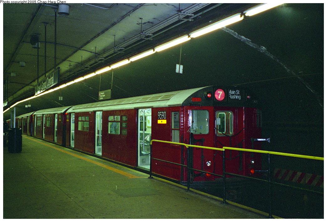 (180k, 1044x709)<br><b>Country:</b> United States<br><b>City:</b> New York<br><b>System:</b> New York City Transit<br><b>Line:</b> IRT Flushing Line<br><b>Location:</b> Grand Central <br><b>Route:</b> 7<br><b>Car:</b> R-36 World's Fair (St. Louis, 1963-64) 9590 <br><b>Photo by:</b> Chao-Hwa Chen<br><b>Date:</b> 12/22/1995<br><b>Viewed (this week/total):</b> 6 / 5338