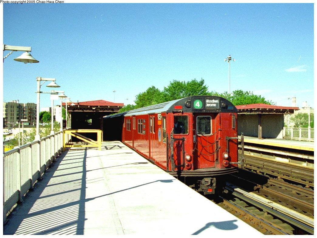 (207k, 1044x787)<br><b>Country:</b> United States<br><b>City:</b> New York<br><b>System:</b> New York City Transit<br><b>Line:</b> IRT Woodlawn Line<br><b>Location:</b> Bedford Park Boulevard <br><b>Route:</b> 4<br><b>Car:</b> R-33 Main Line (St. Louis, 1962-63) 9252 <br><b>Photo by:</b> Chao-Hwa Chen<br><b>Date:</b> 5/21/1997<br><b>Viewed (this week/total):</b> 0 / 4018