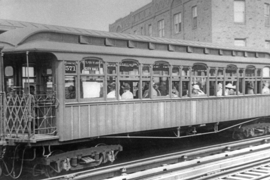 (218k, 1024x682)<br><b>Country:</b> United States<br><b>City:</b> New York<br><b>System:</b> New York City Transit<br><b>Line:</b> IRT Flushing Line<br><b>Location:</b> 52nd Street/Lincoln Avenue <br><b>Car:</b> Manhattan El 571 <br><b>Collection of:</b> David Pirmann<br><b>Viewed (this week/total):</b> 1 / 3076