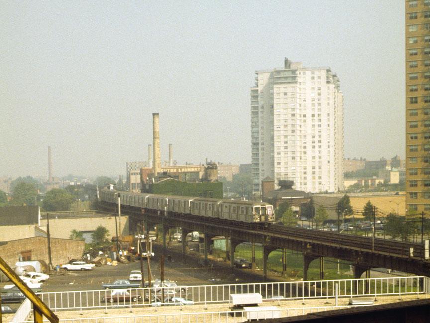 (129k, 864x648)<br><b>Country:</b> United States<br><b>City:</b> New York<br><b>System:</b> New York City Transit<br><b>Line:</b> BMT Brighton Line<br><b>Location:</b> West 8th Street <br><b>Car:</b> R-40 (St. Louis, 1968)   <br><b>Photo by:</b> D. Reinecke<br><b>Date:</b> 1972<br><b>Notes:</b> View from West 8th St.<br><b>Viewed (this week/total):</b> 2 / 5473