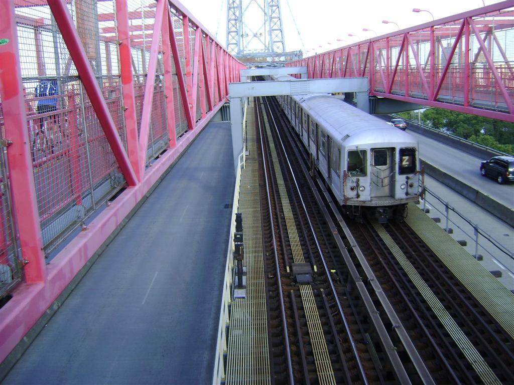 (148k, 1024x768)<br><b>Country:</b> United States<br><b>City:</b> New York<br><b>System:</b> New York City Transit<br><b>Line:</b> BMT Nassau Street/Jamaica Line<br><b>Location:</b> Williamsburg Bridge<br><b>Route:</b> Z<br><b>Car:</b> R-42 (St. Louis, 1969-1970)   <br><b>Photo by:</b> Emmanuel Robinson<br><b>Date:</b> 8/7/2009<br><b>Viewed (this week/total):</b> 0 / 1057