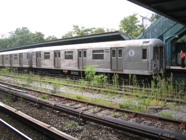 (150k, 640x480)<br><b>Country:</b> United States<br><b>City:</b> New York<br><b>System:</b> New York City Transit<br><b>Line:</b> BMT Sea Beach Line<br><b>Location:</b> 8th Avenue <br><b>Route:</b> M<br><b>Car:</b> R-42 (St. Louis, 1969-1970)  4739 <br><b>Photo by:</b> Daniel Borde<br><b>Date:</b> 8/19/2005<br><b>Viewed (this week/total):</b> 2 / 3431
