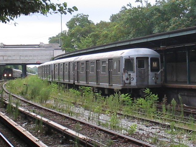 (138k, 640x480)<br><b>Country:</b> United States<br><b>City:</b> New York<br><b>System:</b> New York City Transit<br><b>Line:</b> BMT Sea Beach Line<br><b>Location:</b> 8th Avenue <br><b>Route:</b> M<br><b>Car:</b> R-42 (St. Louis, 1969-1970)  4739 <br><b>Photo by:</b> Daniel Borde<br><b>Date:</b> 8/19/2005<br><b>Viewed (this week/total):</b> 0 / 4038