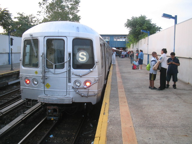 (117k, 640x480)<br><b>Country:</b> United States<br><b>City:</b> New York<br><b>System:</b> New York City Transit<br><b>Line:</b> IND Rockaway<br><b>Location:</b> Broad Channel <br><b>Route:</b> S<br><b>Car:</b> R-44 (St. Louis, 1971-73)  <br><b>Photo by:</b> Daniel Borde<br><b>Date:</b> 8/20/2005<br><b>Viewed (this week/total):</b> 2 / 3789