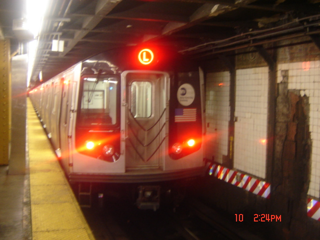 (150k, 640x480)<br><b>Country:</b> United States<br><b>City:</b> New York<br><b>System:</b> New York City Transit<br><b>Line:</b> BMT Canarsie Line<br><b>Location:</b> 6th Avenue <br><b>Route:</b> L<br><b>Car:</b> R-143 (Kawasaki, 2001-2002)  <br><b>Photo by:</b> DeAndre Burrell<br><b>Date:</b> 7/10/2005<br><b>Viewed (this week/total):</b> 1 / 3937