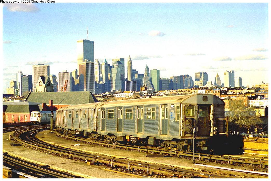 (232k, 1044x701)<br><b>Country:</b> United States<br><b>City:</b> New York<br><b>System:</b> New York City Transit<br><b>Line:</b> IND Crosstown Line<br><b>Location:</b> Smith/9th Street <br><b>Route:</b> G<br><b>Car:</b> R-32 (Budd, 1964)  3695 <br><b>Photo by:</b> Chao-Hwa Chen<br><b>Date:</b> 12/31/1997<br><b>Viewed (this week/total):</b> 2 / 16328