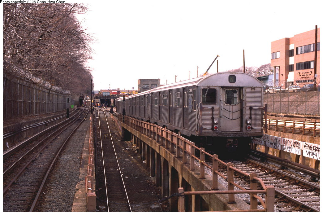 (192k, 1044x694)<br><b>Country:</b> United States<br><b>City:</b> New York<br><b>System:</b> New York City Transit<br><b>Line:</b> BMT West End Line<br><b>Location:</b> 9th Avenue <br><b>Route:</b> N<br><b>Car:</b> R-32 (Budd, 1964)  3914 <br><b>Photo by:</b> Chao-Hwa Chen<br><b>Date:</b> 3/23/1999<br><b>Notes:</b> N Train reroute.<br><b>Viewed (this week/total):</b> 5 / 4050