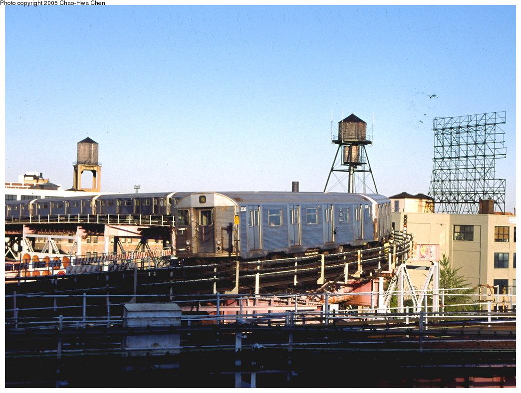 (183k, 1044x788)<br><b>Country:</b> United States<br><b>City:</b> New York<br><b>System:</b> New York City Transit<br><b>Line:</b> BMT Astoria Line<br><b>Location:</b> Queensborough Plaza <br><b>Route:</b> N<br><b>Car:</b> R-32 (Budd, 1964)  3536 <br><b>Photo by:</b> Chao-Hwa Chen<br><b>Date:</b> 10/16/1999<br><b>Viewed (this week/total):</b> 3 / 5382